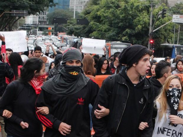 Estudantes que fazia protesto por melhorias no ensino público entraram em confronto com policiais militares na rua da Consolação, região central da cidade de São Paulo (Foto: Kevin David/A7 Press/Estadão Conteúdo)