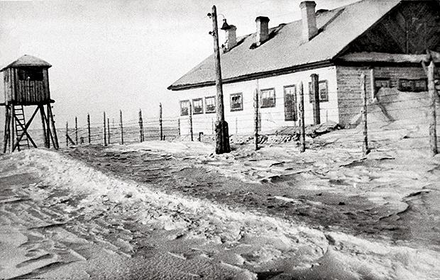 HISTÓRIA Campo de trabalho forçado dos tempos  de Stálin.  A  opressão política é  parte essencial de  Vida e destino  (Foto: RIA Novosti)
