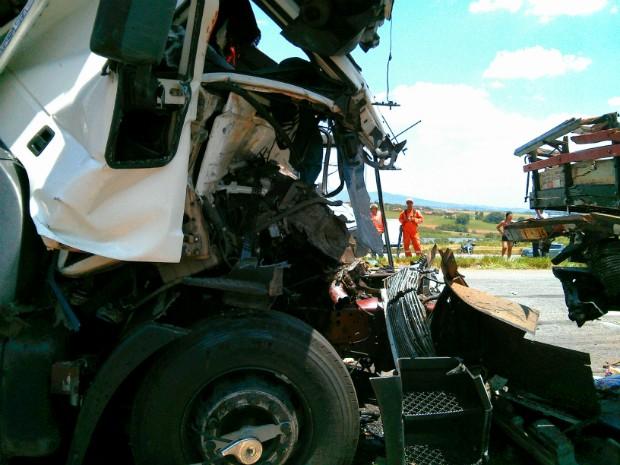 Engavetamento envolveu 17 veículos, segundo os bombeiros (Foto: Cláudio Nascimento / TV TEM)