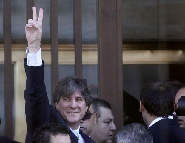 O vice-presidente da Argentina, Amado Boudou, ao chegar para depor em caso de corrupção nesta segunda-feira (9) (Foto: Enrique Marcarian/Reuters)