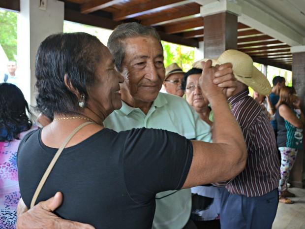 Ao som de forró e chorinho, mais de 100 idosos não deixam de ir ao Senadinho todas as quartas e sextas  (Foto: Iryá Rodrigues/G1)