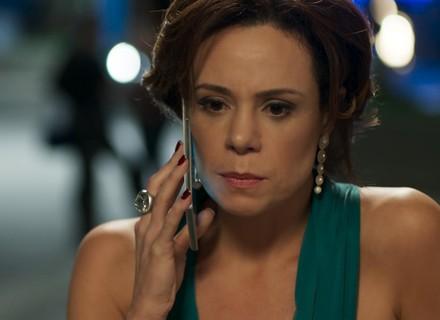 Ana se apavora com ligação: 'Meu filho foi preso!'