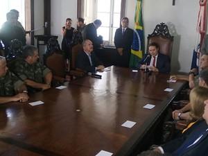 Solenidade foi realizada no Palácio do Governo na manhã desta quinta-feira (5) (Foto: Derek Gustavo/G1)