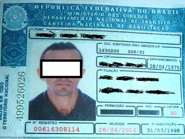 Polícia rodoviária prende condutor com habilitação falsa (Foto: Ascom/PRF)