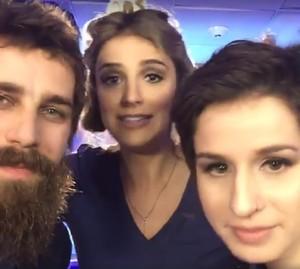 Muso e musa do 'SuperStar' fazem selfie com Rafa Brites (Foto: Gshow)