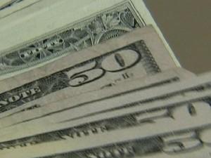 Dólar fecha acima de R$ 2 (Foto: Reprodução Globo News)