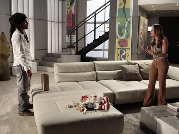 Paloma tenta colocar um pouco de juízo na cabeça de Ninho (Foto: Amor à Vida/TV Globo)