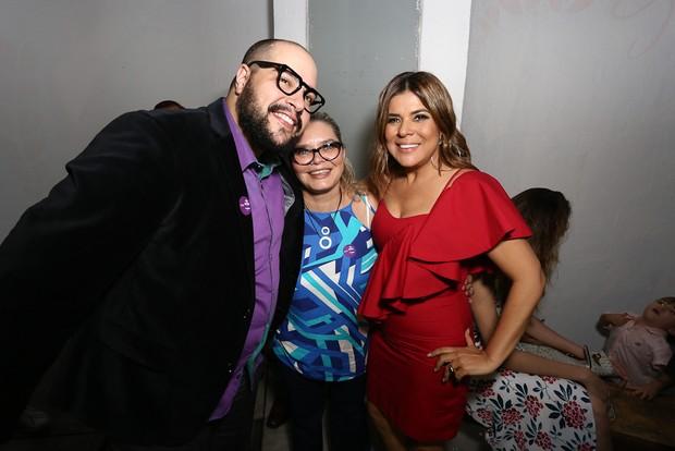 Tiago Abravanel com a mãe, Cintia, e Mara Maravilha (Foto: Cláudio Augusto/Brazil News)