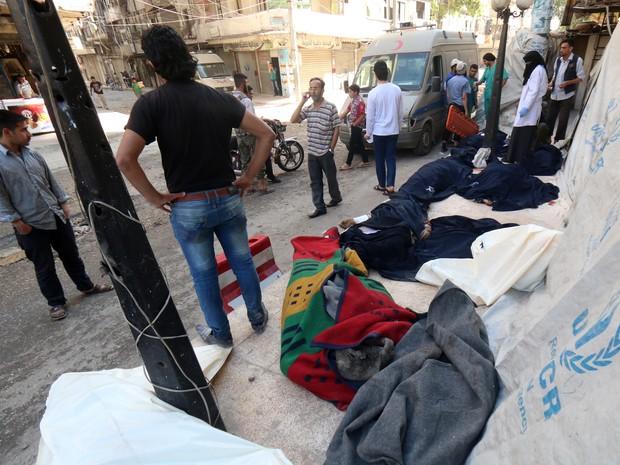 Ataque aéreo ao bairro de Al-Shaar, em Aleppo, deixou ao menos 12 mortos (Foto: AFP)