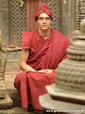 Marie Salles pesquisou tons de vermelho para os monges (Foto: Joia Rara/TV Globo)