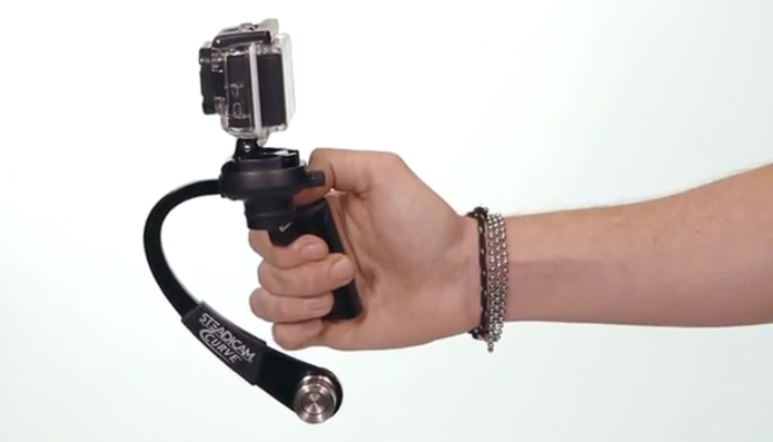 Modelo para GoPro pesa apenas 300g e possui mobilidade de 360º (Foto: Divulgação/Steadicam Curve)