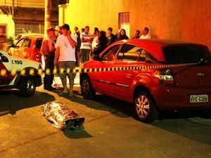 Universitária é encontrada morta dentro de carro na Zona Leste de SP (Foto: Nivaldo Lima/ Estadão Conteúdo)