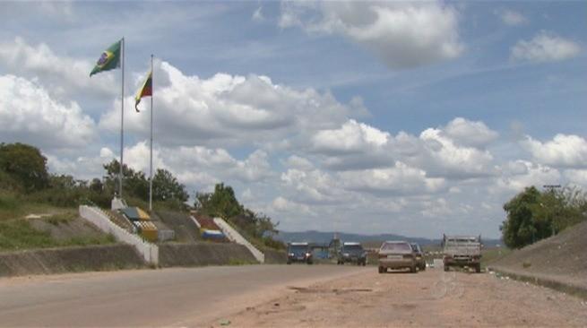 Fronteira do Brasil com a Venezuela ficará fechada até segunda-feira (15) (Foto: Roraima TV)