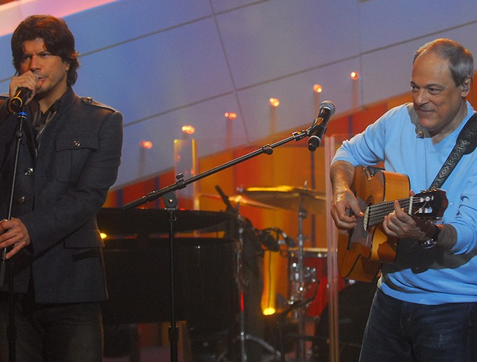 """Paulo Ricardo e Toquinho cantam juntos no programa """"Som Brasil' (Foto: João Cotta/ TV Globo)"""