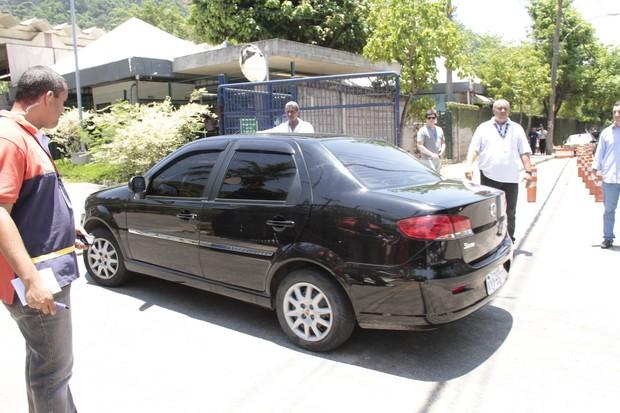 Carro com BBBs dentro (Foto: Isac Luz / EGO)