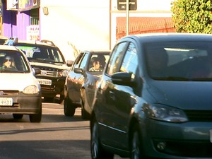 Motoristas sentem medo ao para no semáforo ou estacionar os carros (Foto: Reginaldo dos Santos/EPTV)