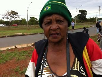 A aposentada Joselita Pereira, na porta da Papuda (Foto: Isabella Formiga/G1)