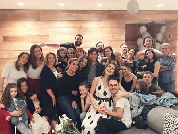 Monica Benini posa com Junior, Sandy e outros convidados (Foto: Reprodução/Instagram)