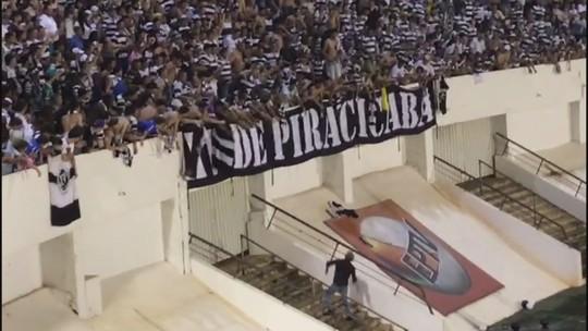 Presidente do XV joga medalha de campeão para torcida; veja o vídeo
