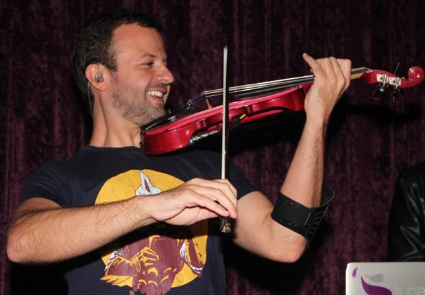 Amon Lima no violino (Foto: Leo Franco e Thiago Duran /AgNews)