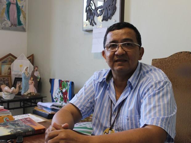 Padre Antonio Cruz, pároco da Igreja Nossa Senhora de Lurdes (Foto: Ellyo Teixeira/G1)