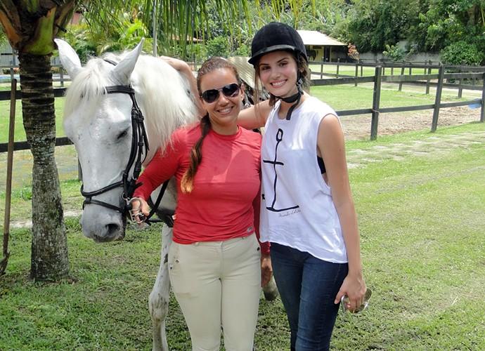 Camila Queiroz recebeu elogios da instrutora de equitação Taila Lemos (Foto: Fabio Rosso/Gshow)