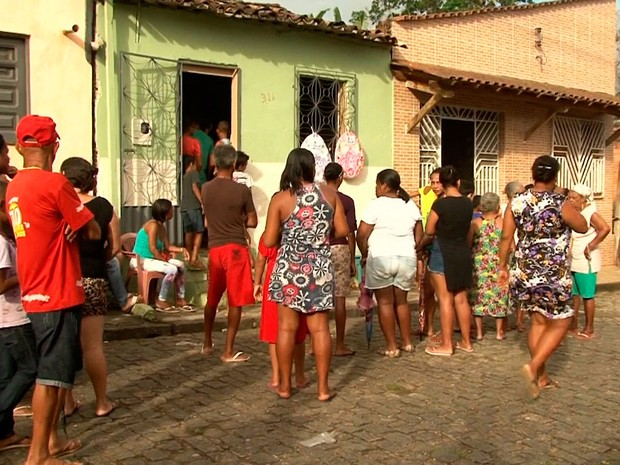 Velório de irmãos gêmeos que morreram afogados na região sul da Bahia (Foto: Reprodução/TV Santa Cruz)