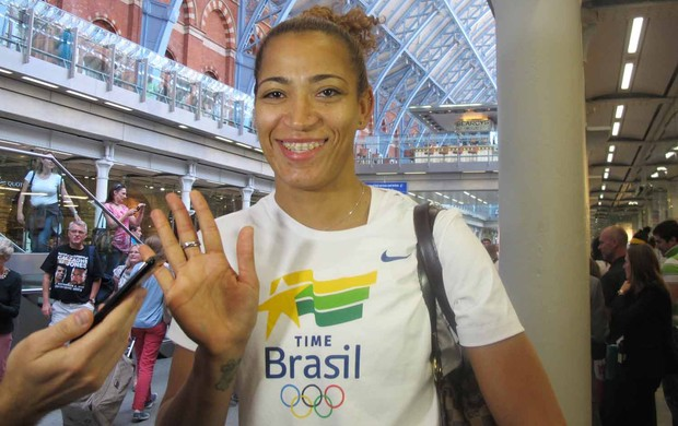 Erika chegada basquete feminino (Foto: Danielle Rocha / Globoesporte.com)