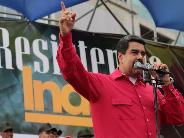 O presidente da Venezuela, Nicolás Maduro, discursa no Dia Nacional da Resistência Indígena, em Caracas, na quarta (12) (Foto: O presidente da Venezuela, Nicolás Maduro, discursa no Dia Nacional da Resistência Indígena, em Caracas, na quarta (12) Miraflores Palace/Handout via Reuters)