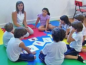 Crianças começam a aprender outro idioma cada vez mais cedo (Foto: Reprodução/TV Integração)