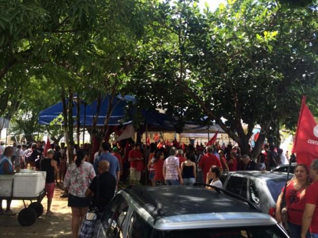 Grupo que apoia o governo Dilma Rousseff  faz ato na Zona Leste de Natal (Foto: Anderson Barbosa/G1)