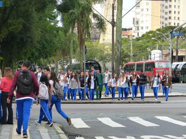 Milhares de alunos retornam às aulas nesta quinta-feira no Paraná  (Foto: Adriana Justi / G1)