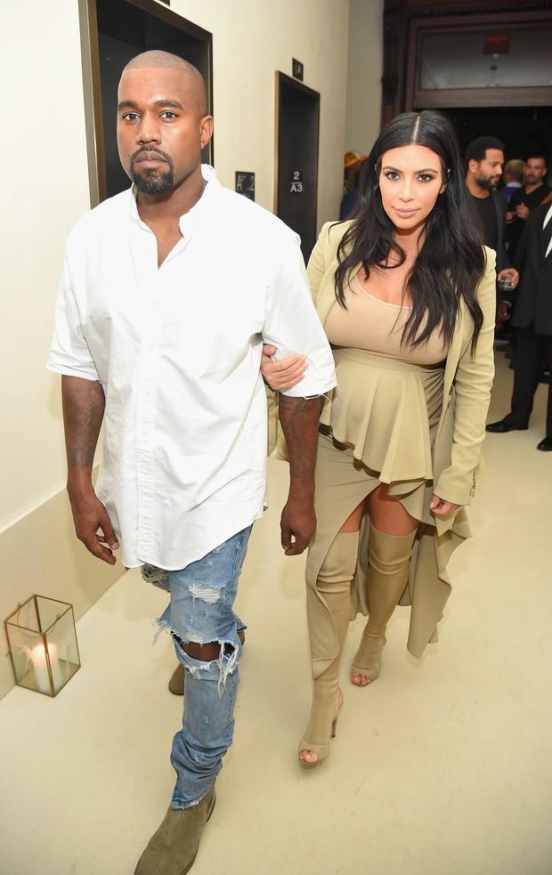 Kanye West e Kim Kardashian em festa em Nova York, nos Estados Unidos (Foto: Michael Loccisano/ Getty Images/ AFP)