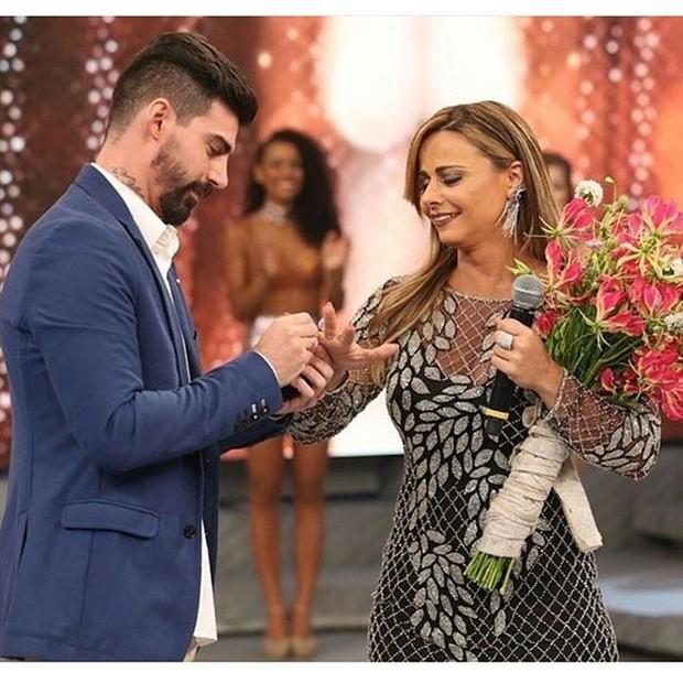 Radamés pede Viviane Araújo em casamento (Foto: Reprodução/Instagram)