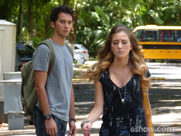 Sofia vai embora e deixa Ben chateado (Foto: Carol Caminha / TV Globo)
