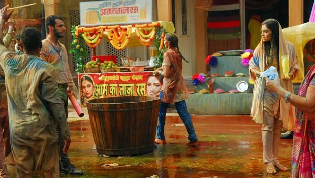 A festa Holy é muito especial para os indianos, que vão às ruas cantar, dançar e pintar uns aos outros (Foto: CEDOC Globo)