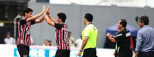Ganso deixa o jogo do São Paulo contra o Santos (Foto: Marcos Ribolli / Globoesporte.com)
