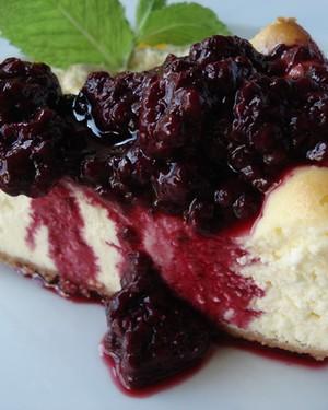 Cheesecake light com calda de amora (Foto: Josephine Bistrô)