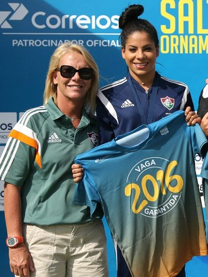 Ingrid Oliveira e a treinadora Andreia Boheme (Foto: Satiro Sodré / CBDA)