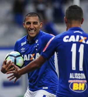 Ábila comemora o gol marcado contra o São Paulo, no Mineirão (Foto: Washington Alves/Light Press)