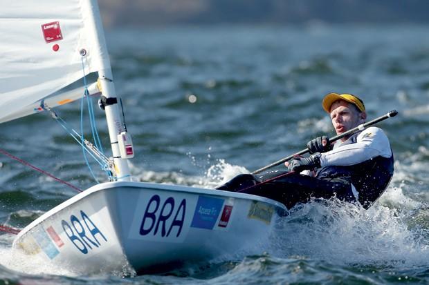 Aos 42 anos, Robert Scheidt enfrenta o desafio de voltar à categoria individual na vela depois de duas medalhas olímpicas nos torneios em dupla (Foto: Getty Images)