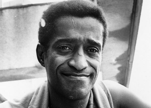O lendário cantor Sammy Davis Jr. (1925-1990) teve quatro filhos, três deles adotados (e o último destes adotado um ano antes de Sammy morrer). (Foto: Getty Images)