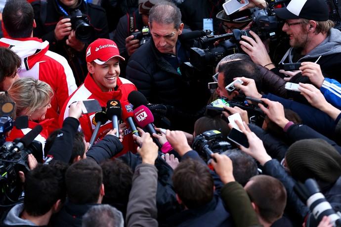 "Flavio Briatore afirma que chegada de Sebastian Vettel trouxe ""febre"" a fãs italianos (Foto: Getty Images)"