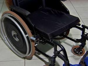 Cadeira de rodas (Foto: Reprodução/TV Morena)