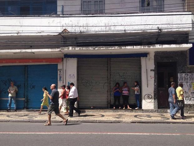 Parte do comércio fechou na Avenida Sete (Foto: Natally Acioly/G1)