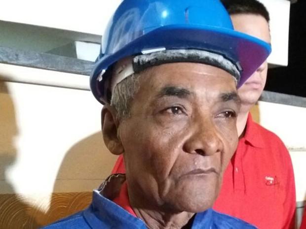 Osvaldo Gomes da Silva conta que sempre sonhou em ser bombeiro  (Foto: Cláudio Nascimento/TV TEM)