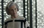 Sabine ameaça contar para Eric sobre a relação entre Maria Pia e Malagueta