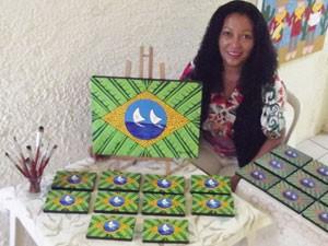 Astista Miriam Merci cria quadros (Foto: Divulgação)