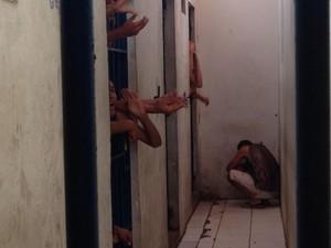 Central de Flangrantes registra mais uma vez superlotação (Foto: Natália Souza/G1)