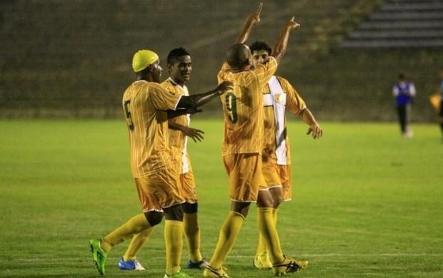Brasiliense x Rio Branco - washington comemora gol (Foto: Cláudio Reis / Divulgação)